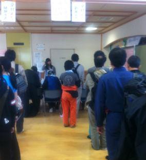 2011年のGW中、県外から来た個人ボランティアは、岩沼ボラセンで受け入れをされていた。